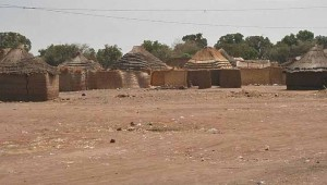 Thatched huts in Aweil, South Sudan. (Kebreker at German-language Wikipedia)