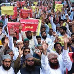 Islamists demonstrate against Supreme Court verdict outside Karachi Press Club. (Online photo by Anwar Abbas)