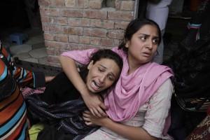 Christian women mourn a dead relative in Pakistan (M. Ali)