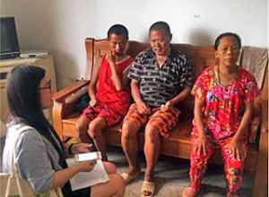 Officials collect information from Christians in Jiangsu Province. (China Aid)