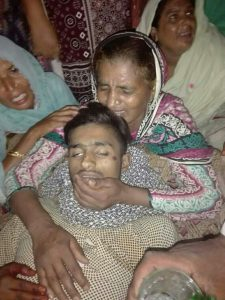 Arsalan Mushtaq's mother mourns over his body. (Morning Star News courtesy of attorney)
