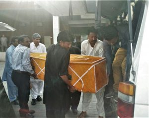 Bodies of slain Christians arrive home after arrival from Quetta. (Morning Star News)