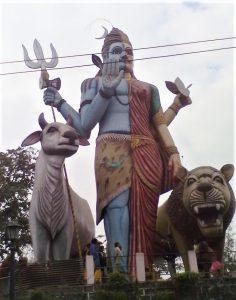 Statue of Hindu deities in Chhattisgarh, India. (Wikimedia, GK13286)
