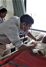 Dr. Christo Thomas Philip with heart patient at hospital in Raxaul, Bihar state, India. (Morning Star News)