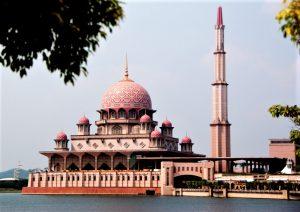 Putra Mosque in Putrajaya, Malaysia. (Wikipedia, Azmil77)