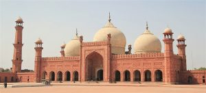 adshahi Mosque in Lahore, Pakistan. (Romero Maia, Creative Commons)