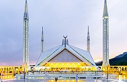 Faisal Mosque in Islamabad, Pakistan. (Fawad4real, Creative Commons)